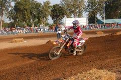 Phichit, Tajlandia, Grudzień 27,2015: Krańcowy sporta motocykl motocross rywalizacja, motocross jeźdza osaczać i bezpłatna opłata Obrazy Royalty Free