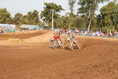 Phichit, Tajlandia, Grudzień 27,2015: Krańcowy sporta motocykl motocross rywalizacja, motocross jeźdza osaczać i bezpłatna opłata Zdjęcia Royalty Free