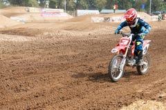 Phichit, Tajlandia, Grudzień 27,2015: Krańcowy sporta motocykl motocross rywalizacja, motocross jeździec i dobry kierowca, Zdjęcia Royalty Free