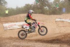 Phichit, Tajlandia, Grudzień 27,2015: Krańcowy sporta motocykl motocross rywalizacja, motocross jeździec skacze Fotografia Stock