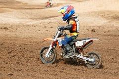 Phichit Thailand, December 27,2015: Extrem sportmotorcykel, motocrosskonkurrensen, motocrossryttare och godachaufför Arkivfoto