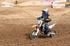 Phichit Thailand, December 27,2015: Extrem sportmotorcykel, motocrosskonkurrensen, motocrossryttare och godachaufför Royaltyfri Foto