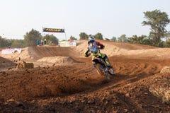 Phichit, Thailand, Dezember 27,2015: Extremes Sport-Motorrad, der Motocrosswettbewerb, der Motocrossreiter und guter Fahrer Lizenzfreie Stockfotografie