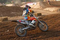Phichit, Thailand, Dezember 27,2015: Extremes Sport-Motorrad, der Motocrosswettbewerb, der Motocrossreiter und guter Fahrer Stockfotografie