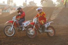 Phichit, Thailand, Dezember 27,2015: Extremes Sport-Motorrad, der Motocrosswettbewerb, der in Verlegenheit bringende Motocrossrei Lizenzfreie Stockfotografie