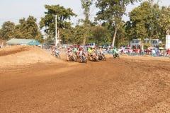 Phichit, Thailand, Dezember 27,2015: Extremes Sport-Motorrad, der Motocrosswettbewerb, der in Verlegenheit bringende Motocrossrei Stockfotografie