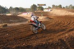 Phichit, Thailand, Dezember 27,2015: Extremes Sport-Motorrad, der Motocrosswettbewerb, der in Verlegenheit bringende Motocrossrei Stockfoto