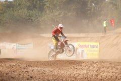 Phichit, Thailand, Dezember 27,2015: Extremes Sport-Motorrad, der Motocrosswettbewerb, Motocrossreiter springen Stockfoto
