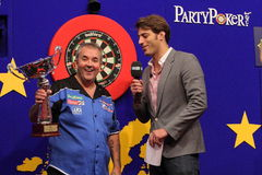 Phil Taylor receives the European Champions Trophy Royalty Free Stock Photography