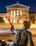 Philadelphfia Art Museum e estátua imagens de stock