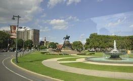 Philadelphfia, o 4 de agosto: Washington Monument e Ericsson Fountain no Oval de Eakins de Philadelphfia em Pensilvânia Imagens de Stock Royalty Free