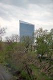 PHILADELPHFIA, PA - 19 DE ABRIL: Benjamin Franklin Parkway do museu de arte de Philadelphfia com o arranha-céus Center da cidade Imagem de Stock Royalty Free