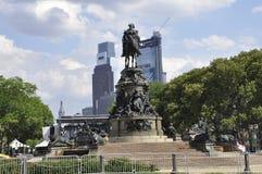 Philadelphfia, PA, o 3 de julho: Washington Monument em Benjamin Franklin Parkway de Philadelphfia em Pensilvânia EUA Foto de Stock