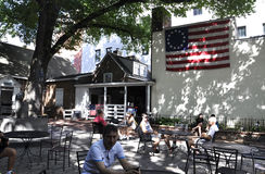 Philadelphia Augusti 4th: Betsy Ross Courtyard House från Philadelphia i Pennsylvania Royaltyfria Foton
