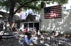Philadelphia Augusti 4th: Betsy Ross Courtyard House från Philadelphia i Pennsylvania Royaltyfria Foton