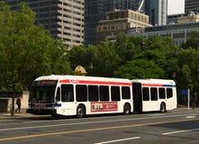 Philadelphia, de V.S. - 29 Mei, 2018: Bus binnen de stad in van Philadelphi stock afbeelding