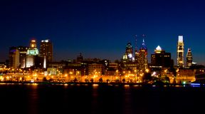 Philadelphia en la noche (panorámica) Foto de archivo libre de regalías