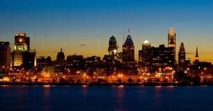 Philadelphia en la puesta del sol (panorámica) Foto de archivo