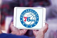 Philadelphia 76ers amerikansk basketlaglogo Arkivfoton