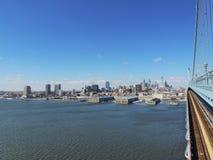 Philadelphia horisont med Ben Franklin Bridge Arkivbild