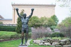 PHILADELPHIA PA - APRIL 19: Rocky Statue förutom den Philadelphia konstmuseet på April 19, 2013 Royaltyfri Foto