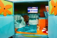 PHILADELPHIA, PA - 3 de febrero: Scooby Doo Mystery Time Machine Van en el salón del automóvil 2018 de Philadelphia Imagen de archivo libre de regalías