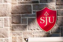 PHILADELPHIA, PA - 17 DE MAYO: Campus universitario del ` s de Saint Joseph el graduación día el 17 de mayo de 2014 Fotos de archivo libres de regalías
