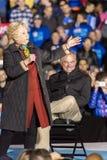 PHILADELPHIA, PA - 22 DE OCTUBRE DE 2016: Hillary Clinton y Tim Kaine hacen campaña para el presidente y el vicepresidente de los imagen de archivo libre de regalías