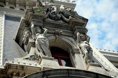 Philadelphia, PA: Galan-Kunst-Stadt Hall Window Dormer Lizenzfreies Stockbild