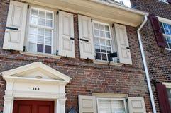 PHILADELPHIA, PA - 14. MAI: Die historische alte Stadt in Philadelphia, Pennsylvania Elfreth-` s Gasse, gekennzeichnet als Stockfotos