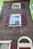 PHILADELPHIA, PA - 14. MAI: Die historische alte Stadt in Philadelphia, Pennsylvania Elfreth-` s Gasse, gekennzeichnet als stockbild
