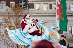 Philadelphia PA - November 23, 2017: Santa Claus på den årliga tacksägelsedagen ståtar i mittstaden Philadelphia, PA royaltyfri bild
