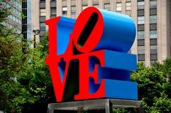 Philadelphia PA: Robert Indiana FÖRÄLSKELSEskulptur Fotografering för Bildbyråer