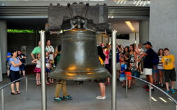 Philadelphia, PA: Visitors at the Liberty Bell Stock Photography