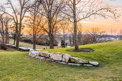 Philadelphia, Pennsylvania, de V.S. - December, 2018 - Zonsondergang bij de Tuin van het d'Harnoncourtbeeldhouwwerk, Museum van A royalty-vrije stock fotografie