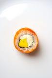 Philadelphia-Sushirolle mit der Avocado und Frischkäse des geräucherten Lachses und Stockfoto