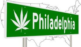 Philadelphia vägmärke med marijuanabladet Royaltyfria Bilder