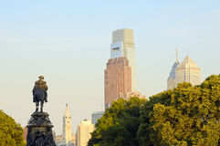 Philadelphia Washington monument and downtown Stock Images