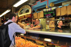 Philadelphie, PA : Le marché de matières premières de lecture Images stock