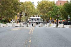 PHILADELPHIE, PA - 26 SEPTEMBRE : Les foules des personnes arrivent sur Benjamin Franklin Parkway dans la ville centrale Philadel Image libre de droits