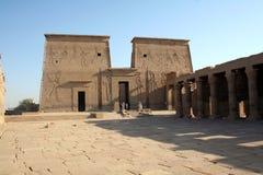 Philae tempel - forntida egyptisk monument [den Agilkai ön, nära Aswan, Egypten, arabiska stater, Afrika]. Royaltyfri Foto