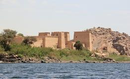 Philae tempel på den Agilkia ön som sett från Nilen egypt royaltyfri bild