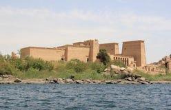 Philae tempel på den Agilkia ön som sett från Nilen egypt Arkivfoto