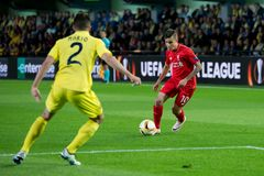 Philippe Coutinho joga na harmonia de semifinal da liga do Europa entre o Villarreal CF e o Liverpool FC fotografia de stock royalty free