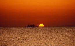 Philippinen: Ilha próxima de Boracay do Por do sol-cruzeiro imagens de stock royalty free