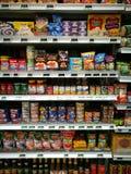Philippinen-Lebensmittelabschnitt am feinschmeckerischen Supermarkt Stockfotos