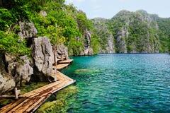 philippines Île de Coron Lac Kayangan Photos stock