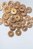Philippinische Münzen lokalisiert auf weißem Hintergrund stockfotografie