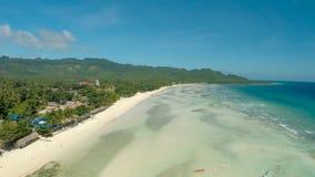 Philippinischer Strand Schattenbild des kauernden Geschäftsmannes Anda-Stadt lizenzfreie stockbilder