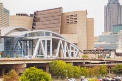 Philips Arena e centro do CNN em Atlanta, GA fotografia de stock